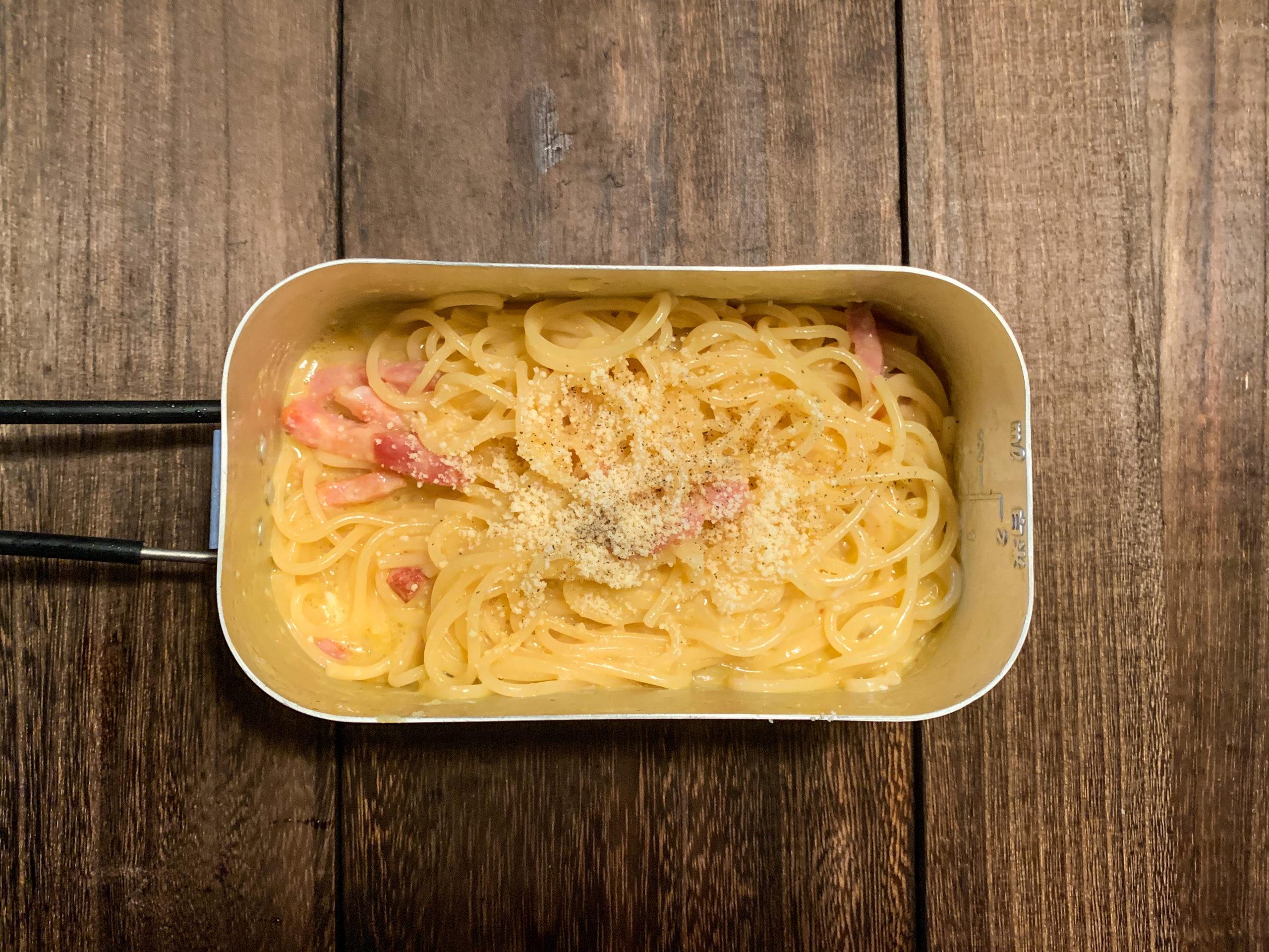 【水漬けパスタ】メスティン1つでサ○ゼリヤ風、絶品カルボナーラの作り方!